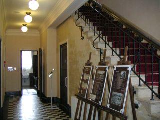 久遠寺邸1階廊下